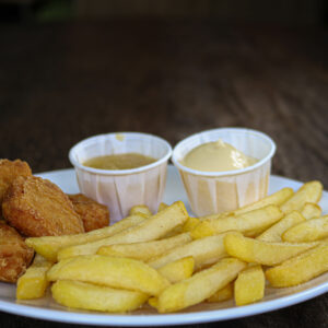 Kindermenu, friet met kipnuggets